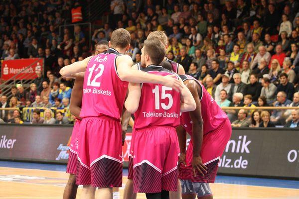 Telekom Baskets bezwingen Bayreuth 85:82 – Sportstimme